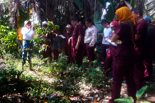Finca Herencia visita de estudiantes de la universidad de San Martín